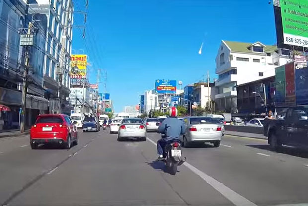 Image captured from a video clip uploaded on YouTube by user Porjai Jaturongkhahun,  who said the fireball was seen on Sept 7 at 8.41am, and videos from an outbound lane on Ngam Wong Wan road.