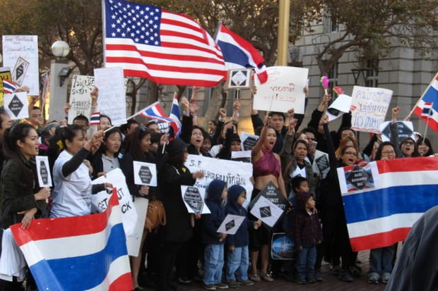 Thais and Thai-Americans protest in November, 2013, against the amnesty bill of ex-premier Yingluck Shinawatra at United Nations Plaza, San Francisco, California. According to a government spokesman Wednesday, any protest like this against the coup and Prime Minister Prayut Chan-o-cha would be a protest against Thailand. (Photo by Ken Lund under Creative Commons licence)