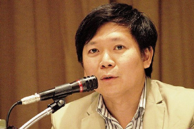 Pravit Rojanaphruk resigned from The Nation on Wednesday under pressure from some colleagues over his political opinions. (Photo via HRW)