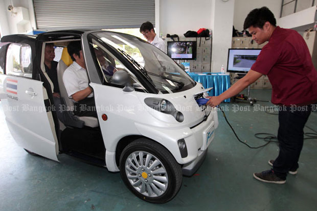 A four-seat electric car that is claimed to be the smallest of its kind in the world is on show at Thai-Nichi Institute of Technology. The car can travel up to 150km before it needs to be recharged, said its developer FOMM Corp in May 2015. (Bangkok Post file photo)
