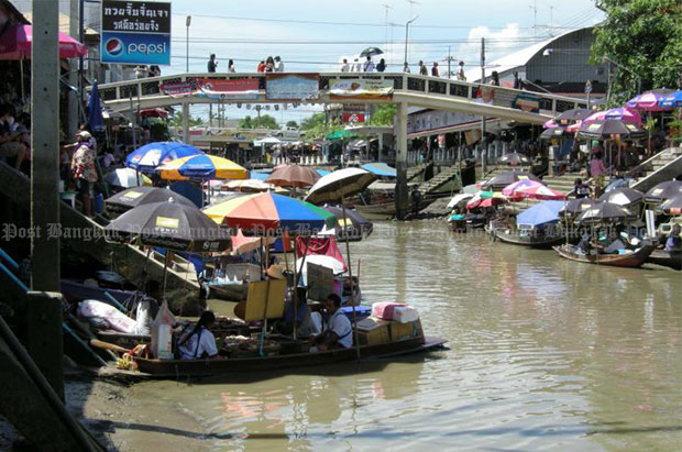 Amphawa Floating Market in Samut Songkhram's Ampha district is popular among Thai and foreign tourists. (Bangkok Post file photo)