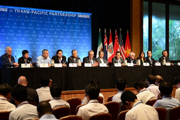 The 11 men and a woman negotiating an agreeable Trans Pacific Partnership (TPP) treaty early Monday (Thailand time) appeared set to announce final agreement in principle. (Photo courtesy US Trade Representative)