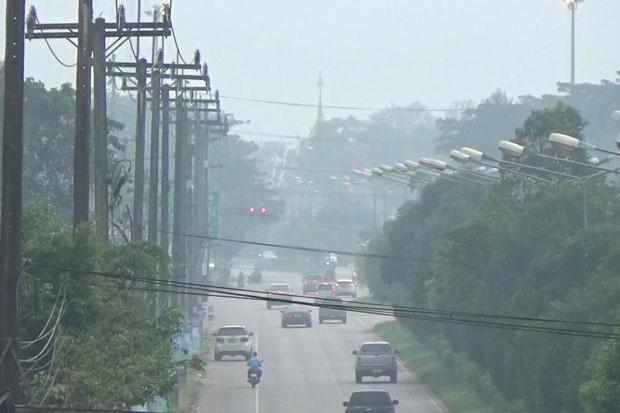 Smoke haze in Trang on Tuesday (photo by Methee Muangkaew)