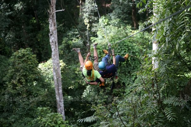 Tourists enjoy a Flying Squirrels adventure in Chiang Mai in this file photo taken in August 2015. (File photo by Karnjana Ayuwatanachai)