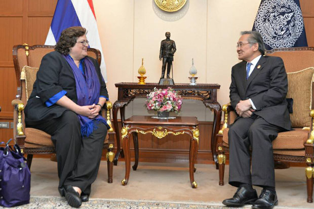 Kari Johnstone, acting director of the US State Department Office to Monitor and Combat Trafficking in Persons, meets Foreign Minister Don Pramudwinai in Bangkok on Friday. (Foreign Ministry photo)