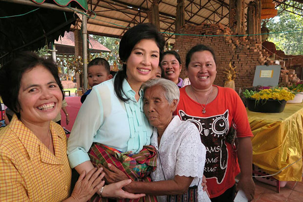 Former prime minister Yingluck Shinawatra is flanked by supporters during her visit to Nong Khai province on Tuesday. (Photo from Yingluck Shinawatra Facebook page)