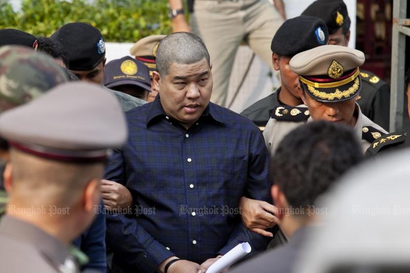 Pol Maj Prakrom Warunprapa, one of the three lese majeste suspects, is taken for detention at the Bangkok Military Court on Oct 21. (Photo by Krit Phromsakla Na Sakolnakorn)