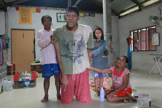 Pornchai Saosri in happier times, with his mother, father and niece at his home in Prasat district, Surin. He died on Monday, Nov 9, aged 26. (Photo by Nopparat Kingkaew)
