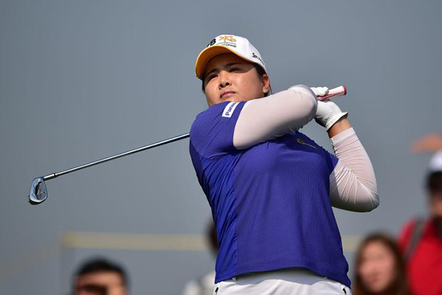 Park In-Bee of South Korea tees off at the third hole during the first round of the LPGA KEB Hana Bank Championship golf event at the Sky72 Golf Club in Incheon, west of Seoul, on Oct 15, 2015. (AFP photo)
