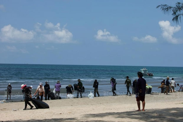 Mae Rampheung beach in Rayong. Undergoing a clean-up. (Bangkok Post file photo)