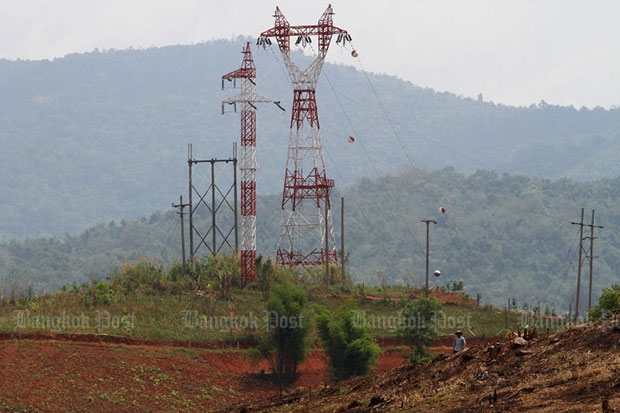 Farmers told not to burn-off cane near power lines