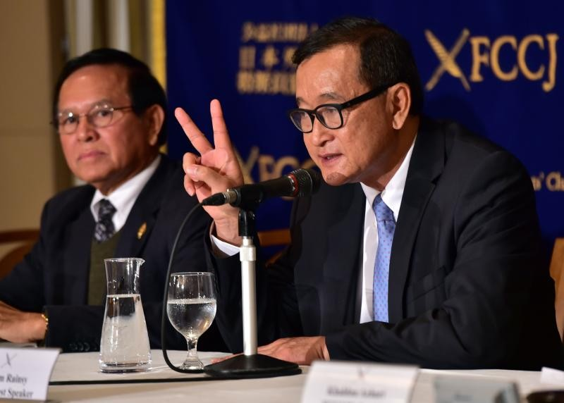 Calls for political peace by opposition National Rescue Party president Sam Rainsy (right) and National Assembly vice-president Kem Sokha have failed, and the Hun Sen party has punished the pair. (AFP photo)