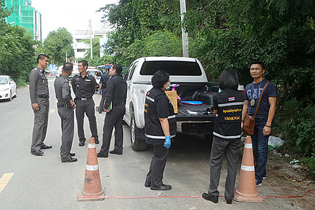 Police search a Toyota truck believed to have transported the dead body of former Australian Hells Angels leader Wayne Schneider to the burial site outside Pattaya. (Photo by Trinai Jansrichol)