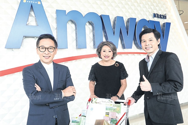 Amway (Thailand) managing director Kittawat Ritteerawee (left) with corporate communications director Choomprin Yurayong (centre) and supply chain director Kamol Kieawsrikul at the new shop on Sukhumvit Soi 54.