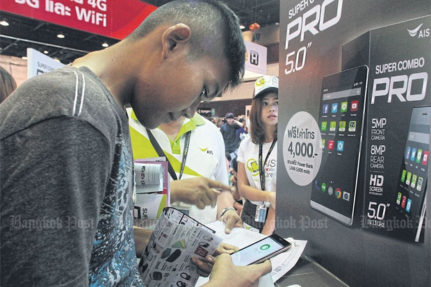 A boy checks out smartphones at a mobile expo in Bangkok. There are 87 million mobile subscribers in Thailand. By 2018, the country will rank as the third-largest 4G market in Southeast Asia and Oceania, according to an Ericsson study. PAWAT LAOPAISARNTAKSIN
