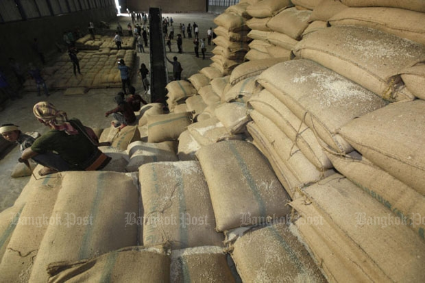 Thai rice exports were down about 10% by volume and value year-on-year in the first 11 months of 2015. (Photo by Pattanapong Hirunard)