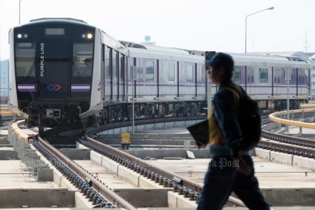 Tests are currently under way on Purple Line electric trains running between Nonthaburi's Bang Yai district and Bang Sue district. (Photo by Chanat Katanyu)