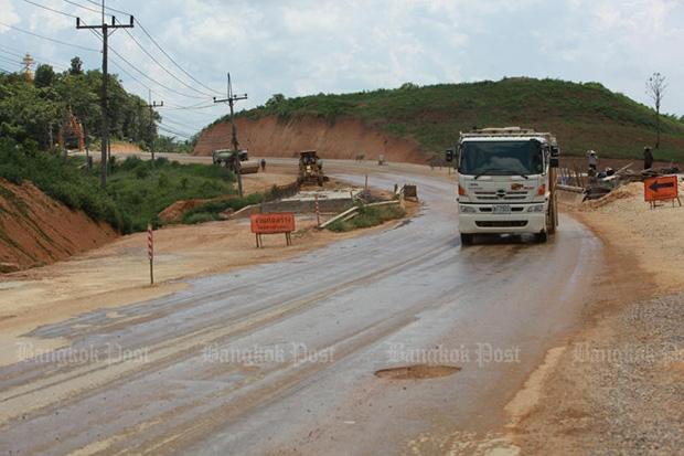 The four-lane road expansion of Chiang Saen-Chiang Khong Road in Chiang Rai will support booming border trade between Thailand, Laos and China. (Photo by Tawatchai Kemgumnerd)