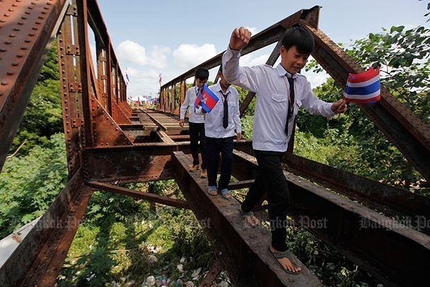 A nine-decade-old Thai-Cambodian railway bridge linking Aranyaprathet and Poipet was dismantled earlier this year to make way for a new link set for completion by the end of 2016. (Bangkok Post file photo)