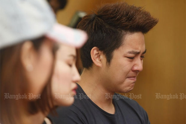 Pattarasak Thiemprasert, alias DJ Keng, turns himself in to Din Daeng police on Saturday morning to hear charges after he rammed his pickup truck into another car. (Photo by Pattarapong Chatpattarasill)