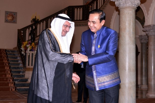 Prime Minister Prayut Chan-o-cha shares a light moment with Iyad Ameen Madani, head of the 57-nation Organisation of Islamic Cooperation (OIC), after their meeting Tuesday. (Photo courtesy of Government House)