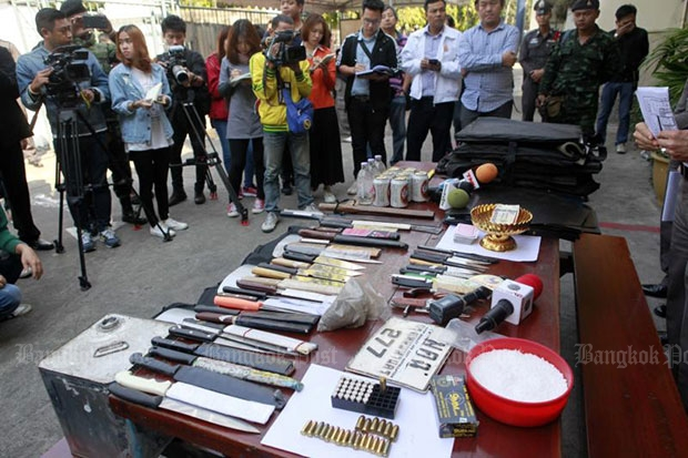 Police show weapons seized from the Uthenthawai campus of Rajamangala University of Technology Tawan-ok on Phyathai Road and the Pathumwan Institute of Technology in the same district. (Photo by Apichart Jinakul)