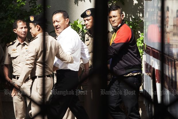 Chuvit Kamolvisit is escorted to hear the Supreme Court ruling on a case involving forceful demolition of Sukhumvit Soi 10 beer bars and shops in 2003 at the South Bangkok Criminal Court on Thursday. (Photo by Pawat Laopaisarntaksin)