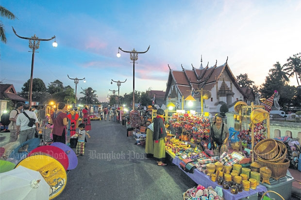 A walking street near Wat Phumin. Photos courtesy of the Tourism Authority of Thailand
