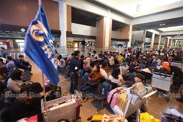 Left stranded: Customers of a cancelled flight to Hong Kong wait at Don Mueang airport yesterday after City Airways services were suspended.