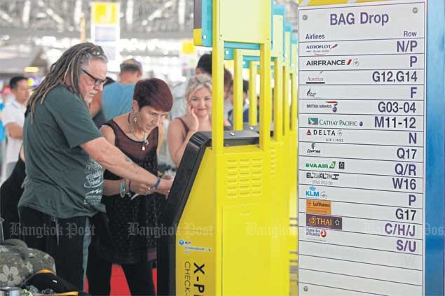 Foreign travellers use an express check-in at Suvarnabhumi airport with assistance provided at some kiosks. Upgrading language skills for Thais in the tourism industry is an urgent task to keep the country a top tourism venue. SOMCHAI POOMLARD