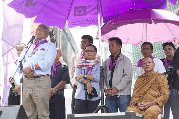 Phra Buddha Issara (seated) joins core leaders of the People's Democratic Reform Committee during the protest at the government complex on Chaeng Wattana Road in April 2014. (Bangkok Post file photo)