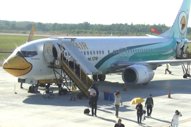 An airplane of Nok Air is parked at Trang airport on Tuesday as the airline extends its partial flight cancellations in provinces through to Sunday. (Photo by Methee Muangkaew)