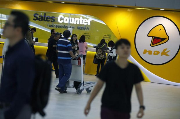 Nok Air counters at Don Mueang were lightly manned and often closed on Tuesday, as the airline cancelled flights and announced plans to get back to regular service in a week. (EPA photo)