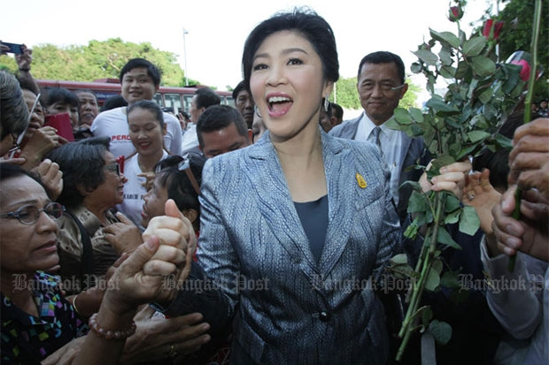 Former prime minister Yingluck Shinawatra is warmly greeted by her supporters as she arrives at the Supreme Court's Criminal Division for Holders of Political Positions for the third day of prosecution witness testimony in her trial on charges arising from her government's rice-pledging scheme. (Photo by Apichit Jinakul)