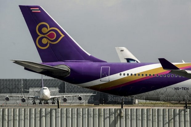 Thai Airways International posted a 13-billion baht loss for 2015 and set aside another 2 billion to encourage more staff to quit and cut losses further in 2016. (Photo by Wichan Charoenkiatpakul)