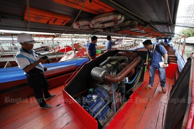 Engineers and officials from the Marine Department check the safety of Khlong Saen Saep commuter boats anchored for maintenance, following the explosion on a Khlong Saen Saep ferry that injured 67 passengers on Saturday morning at Wat Thep Leela pier in Bangkok. (Photo by Pattarapong Chatpattarasill)