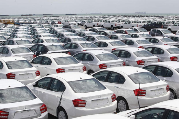 Cars are seen waiting at the dock at Laem Chabang port in Chon Buri province as the management of four Japanese automakers assure with Prime Minister Prayut Chan-o-cha on Monday that Thailand will continue to be their major base. (Photo by Thiti Wannamontha)