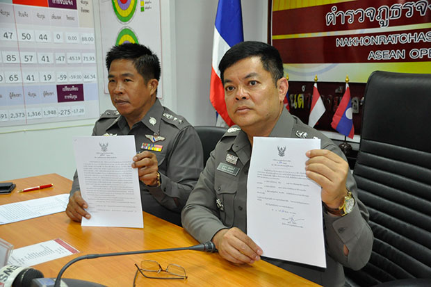 Pol Maj Gen Thakul Nattheesri, the Nakhon Ratchasima police chief, displays the order transferring three senior police officers following an army raid on a gambling den in Muang district on Friday. (Photo by Prasit Tangprasert)