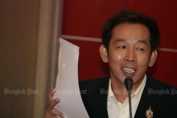 Jaturon Boonbenjarat of the pro-military, anti-Pheu Thai Green Politics Group has renewed the pre-coup demand for