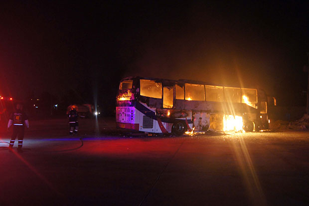 A tour bus bursts into flames at an NGV gas station in Chon Buri's Bang Lamung district early Thursday. (Photo by Chaiyot Phuttanapong)