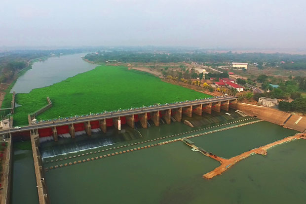 An aerial view of Chai Nat's Chao Phraya dam. Supplies are measured at 5.96 metres above sea level during the latest check on Thursday, meaning usable water is expected to last for only the next three months. (Photo by Chudate Seehawong).