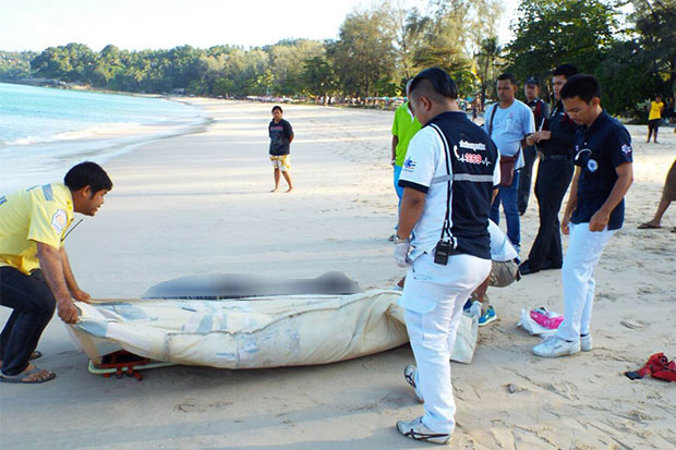 Rescue workers prepare to take the body of an unidentified foreign man who was found floating dead on Surin beach in Phuket province to Thalang Hospital on Saturday morning. (Photo by Achadtaya Chuenniran)