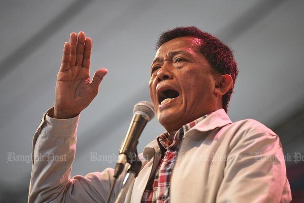 Former Pheu Thai MP Worachai Hema addresses a crowd in this image taken in November 2013. (Bangkok Post file photo)