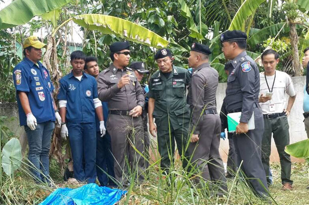 Police examine the plantation where the body of the French diving instructor was found in Muang Surat Thani district, Surat Thani, on Tuesday. (Photo by Supapong Chaolan)
