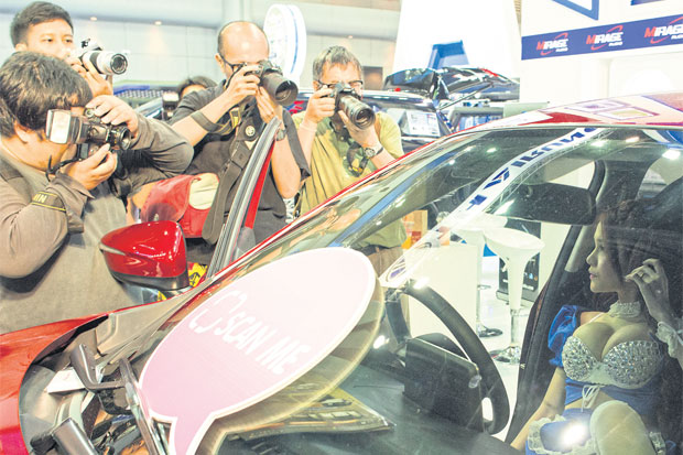 THE LATEST MODEL: Marketers take advantage of the lenses being trained on the shapely pretties rather than the curves of the cars at the Bangkok International Motor Show, which ends today.