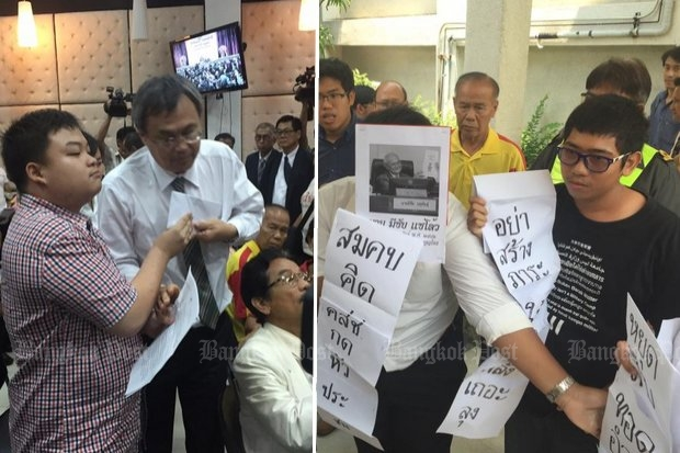 The government claims to see a 'hidden agenda' behind these brief protests Tuesday by high school (left) and Thammasat University students at a speech by chief constitution drafter Meechai Ruchupan. (Photos by Krit Phromsakla Na Sakolnakorn)