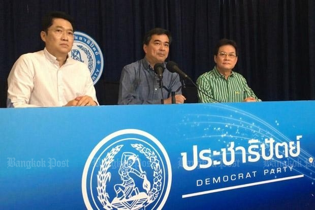 Democrat Party leaders including former prime minister Abhisit Vejjajiva urge a 'No' vote on the draft constitution at a referendum currently scheduled for early August. (Photo by Arada Chuenrung)