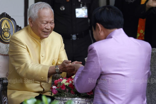 Prime Minister  Prayut Chan-ocha  pours lustral  water over the  palms of Privy  Council president  Gen Prem  Tinsulanonda to  seek his blessing  to usher in the  Thai New Year  and the Songkran  festival. The elder  statesman opened  his residence to  Gen Prayut who led  cabinet ministers  and senior armed  forces officers to  pay their respects  to Gen Prem  yesterday.  (Photo by Thanarak  Khunton)