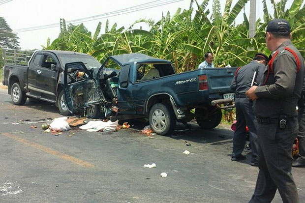 A head-on collision involving two pickup trucks killed five people in Phichit on Tuesday. The number of road traffic deaths over the first two days of Songkran has soared almost 100% compared to that of last year despite authorities' more-stringent safety measures. (FM. 91 Trafficpro photo)
