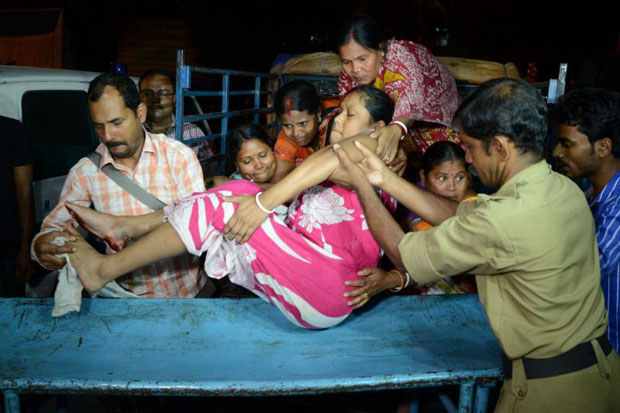 Indian staff at Siliguri Hospital help earthquake victim Lucy Singh Biswas, who broke her leg by falling down stairs during an earthquake, in Siliguri. Myanmar was struck by a magnitude 6.9 quake on Wednesday, the US Geological Survey reported. (AFP photo)